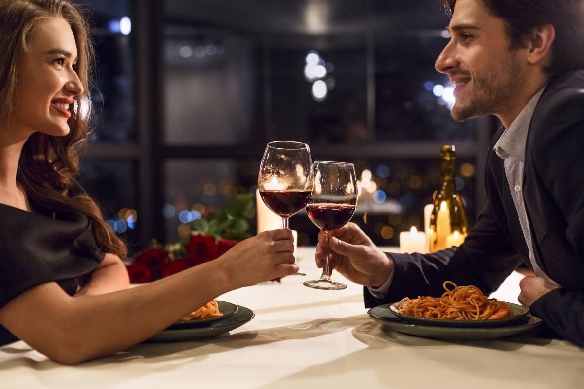 romantika vecera dvoje ljubav zaljubljeni